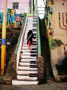 escaleras pianeras, Valparaiso, Chilie