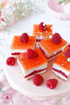 ciasto bez pieczenia z malinami i galaretką Dutch Recipes, Baking Recipes, Homemade Cakes, Baked Goods, Waffles, Cheesecake, Cupcakes, Sweets, Cooking