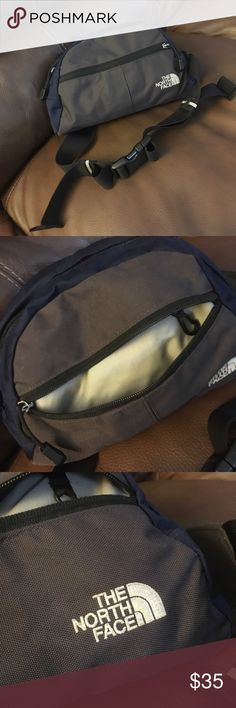 The North Face waist lumbar bag for. In good condition very nice bag The North Face Bags