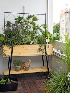 Space-Saving Balcony Decoration Ideas with Planter Box - Unique Balcony Garden Decoration and Easy DIY Ideas Garden Garden apartment Garden ideas Garden Garden apartment Garden ideas Garden small Raised Planter, Raised Garden Beds, Raised Bed, Porch Plants, Indoor Plants, Balcony Planters, Tiny Balcony, Small Terrace, Balcony Gardening