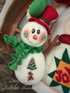 Mary Christmas, Christmas Clay, Ceramic Christmas Trees, Christmas Snowman, Christmas Tree Ornaments, Christmas Wreaths, Christmas Crafts, Primitive Snowmen, Primitive Christmas