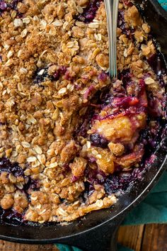 Take your fruit crisp to the next level by making a brown butter streusel and mixing up the fruits! Brown butter blueberry peach crisp recipe on sallysbakingaddiction.com