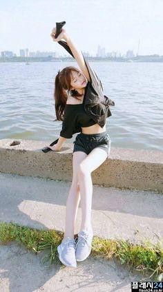 한강에서 만난 아디다스녀 Sexy Asian Girls, Beautiful Asian Girls, Beautiful People, Japan Fashion, Girl Fashion, Japan Girl, Korean Model, Ulzzang Girl, Asian Woman