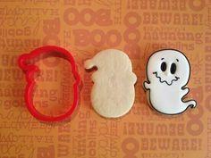 halloween cookies decorated Spirit of Santa Face Cookie Cutter Ghost Cookies, Santa Cookies, Fall Cookies, Iced Cookies, Cute Cookies, Cookies Et Biscuits, Holiday Cookies, Cupcake Cookies, Royal Icing Cookies