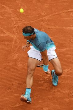 2016 Roland Garros R1 Rafael Nadal def. Sam Groth  6/1 6/1 6/1  Rafael Nadal began his 2016 Roland Garros campaign the way almost all of his matches have gone in Paris: comfortably.  The nine-time champion never faced a break point and breezed past Australian Sam Groth 6-1, 6-1, 6-1 in an hour and 20 minutes   to move into the second round. Rafa a réalisé un passing-shot exeptionnel face à Groth