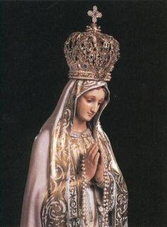 Nuestra Señora del Rosario de Fátima A Spanish statue of Our Lady of the Rosary of Fatima.