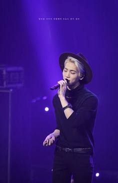 Uploaded by Always_GG. Find images and videos about kpop, SHINee and Jonghyun on We Heart It - the app to get lost in what you love. Shinee Jonghyun, Lee Taemin, K Pop, Always Love You, My Love, Shinee Debut, Programa Musical, Kim Kibum, Rest In Peace