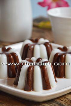 Diah Didi's Kitchen: Puding Coklat Belang Favorit Yodha Asian Desserts, Sweet Desserts, Jello Recipes, Cake Recipes, Recipies, Flan, Jelly Cream, Diah Didi Kitchen, Dessert Boxes