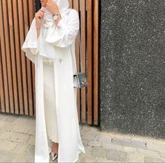 Arab Fashion, Muslim Fashion, Hijab Elegante, Modesty Fashion, Fashion Outfits, Modern Abaya, Black Abaya, Abaya Designs, Hijab Fashion Inspiration