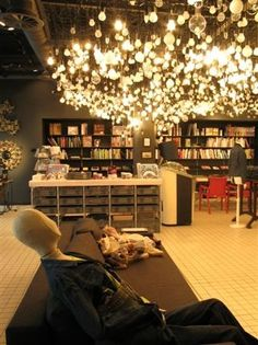 Would love to have lighting like this in home art studio, if I even have home studio (fingers x'd)