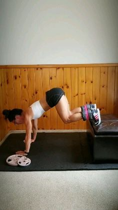 Get a flat stomach and slim legs with this workout video. The best exercise for strong abs and toned leg muscle. Challenge yourself with ankle weights. Great for men and women who workout at home or at the gym. Pilates Workout Videos, Yoga Training, Workout Bauch, Fitness Video, Physical Fitness, Workout Programs, At Home Workouts, Ab Workouts, Fitness Inspiration