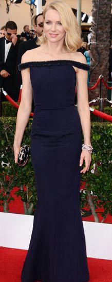 Naomi Watts opted for a black Balenciaga gown & a stunning Bulgari bangle at the SAG awards 2015