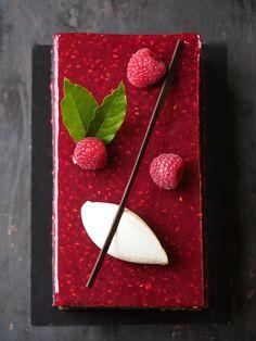 Pour la plus grande joie de vos papilles, la #PâtisserieDuSamedi invite deux de vos saveurs préférées dans un dessert grandiose, le Vaudeville Chocolat Framboise. À commander avant soir 19h. # NicolasBernardé #PâtisserieDuSamedi #PDS #dessert #cake #gourmand #gourmet #teatime #Frenchpastry #chocolat #framboise #chocolate #chocolateaddict #raspberry #berry #berries #gâteau #LaGarenne #Colombes #LaDefense #Neuilly #Courbevoie #Levallois #Instafood #goûter