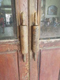 Clever door handles.
