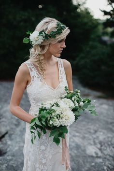 Stunning 83 Ideas To Make Your Greenery Flower Crown Look Amazing https://weddmagz.com/83-ideas-to-make-your-greenery-flower-crown-look-amazing/