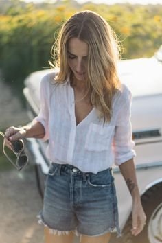 Jess Ann Kirby loves her Rails Charloe button down in perch stripe for summer Spring Outfits Women Casual, Trendy Outfits, Spring Fashion Trends, Spring Summer Fashion, Instagram Feed, Spring Street Style, Spring Style, Elegant Outfit, Everyday Look