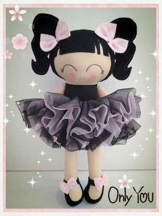 Fofus … Tiny Dolls, Soft Dolls, Homemade Kids Toys, Dolls And Daydreams, Tilda Toy, Fabric Dolls, Rag Dolls, Sewing Toys, Doll Crafts