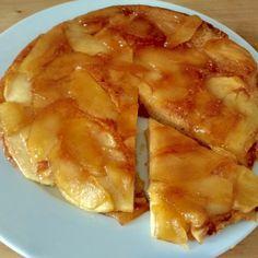 Más Recetas en https://lomejordelaweb.es/ | Aprende a preparar tarta de manzana en sartén con esta rica y fácil receta. ¿Alguna vez has pensado en hacer una tarta de manzana invertida? A nosotros nos pareci