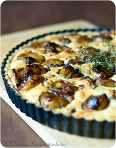 Garlic Tart - recipe is in German and sounds incredible!
