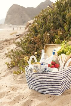 Beach picnic #LiveAlfresco #SummerResolutions summer picnic, beach bedrooms, company picnic, at the beach, 4th of july, beach picnic, summer bucket, beach life, picnic baskets