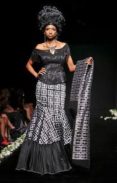Chic African print in style African Print Dresses, African Dresses For Women, African Attire, African Wear, African Fashion Dresses, African Women, African Prints, African Outfits, African Clothes