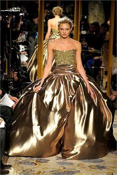 fabulous in gold - Marchesa 2013  www.fashion.net