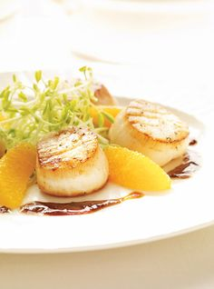 Scallops with Orange Butter Elim aged supremes, honey, pea shoots, balsamic, added fresh thyme and served over reive. Wine Recipes, Seafood Recipes, Appetizer Recipes, Great Recipes, Cooking Recipes, Appetizers, Favorite Recipes, Healthy Recipes, Orange Butter Recipe