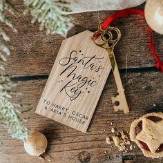 Wood Christmas Tree, Christmas Eve Box, Christmas Ornament Crafts, Crafts To Do, Christmas Themes, Christmas Tree Decorations, Christmas Crafts, Father Christmas, Santa Key