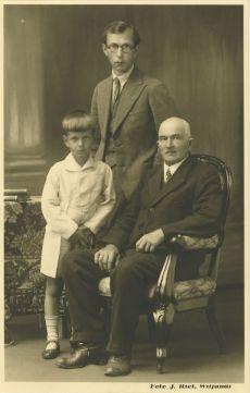 Mart Raud isa Annuse ja poja Enoga Viljandis 1935. a