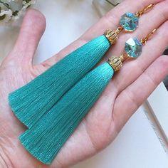 WEBSTA @ handmade_mariya - Добрый день! Шикарные серьги - кисти с кристаллами Сваровски и позолоченной фурнитурой в наличии  #серьгикисти #ярмаркамастеров #tassels #earrings #украшения #серьги #сережки #серёжки #серьгикисточки #сережкикисти #сережкикисточки Diy Tassel Earrings, Silk Thread Earrings, Thread Jewellery, Tassel Jewelry, Beaded Earrings, Earrings Handmade, Beaded Jewelry, Jewelery, Handmade Jewelry