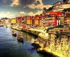 Porta, Portugal  Dorado sobre el río #Douro   #dourovalley #porto #portugal