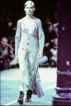Comme des Garçons Fall 1993 Ready-to-Wear Fashion Show - Janine Giddings