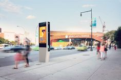 Free Wifi New York : Turning its old phone booths into free Wi Fi hubs Mobile Charging Station, Charging Stations, Free Nyc, Tablet Android, Booth, Digital Signage, Tablets, City Streets, Yorkie