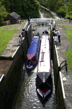 One of the Seven Wonders of the Waterways, there is plenty for the whole family to see and do at Bingley Five Rise Locks. www.canalrivertrust.org.uk/bingley-five-rise-locks