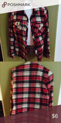 🎉 Red Flannel 🎉 Moderate use, very soft. Says small but fits medium Tops Button Down Shirts