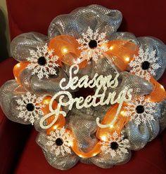 Light up seasons greetings wreath @ja.decorandmore