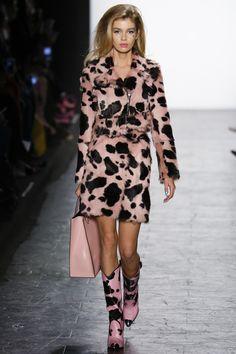 Jeremy Scott Fall 2016 Ready-to-Wear Fashion Show www.thesquarebanana.com                                                                                                                                                     More