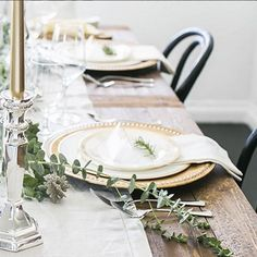 T-minus 2 days till Thanksgiving! Do you know what your table is going to look like? Steal this idea from @maraferreira - liven up your classic white plates with metallic chargers for a festive holiday touch! #mypotterybarn #behometogether