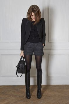 Espectacular #outfit monocromático con nuestras Tights Opacas, shorts y botas. Ideal para la oficina. #lookoftheday