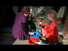 Tante Kaat geeft tips om ramen te poetsen zonder blauwe glans