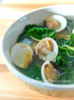 Every time I crave for a simple seafood soup dish, I always think of the Filipino clam soup called tinolang halaan. I love the soothing effect of clam soup and it makes me feel comfortable; it also helps relieve my congestion when I have the cold.