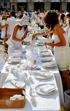 Unconventional Dinner Cena in Bianco: Cena in Bianco Torino 2014. Piazza San Carlo nello...