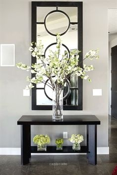 Entryway Table Decor Inspiration But WHITE- Outstanding Arrangement of Simple Stems in the Tall Glass Vase…The Small, insignificant ones underneath aren't very imaginative…Anything, or Nothing would have made a better statement to me… Foyer Decorating, Decorating Your Home, Decorating Ideas, Interior Decorating, Decorating With Vases, Cheap Home Decor, Diy Home Decor, Tall Glass Vases, Cylinder Vase