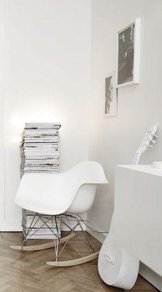 Living Room : Mostly white – via Coco Lapine Design Living Room Modern, Living Room Interior, Living Room Inspiration, Interior Inspiration, Eames Rocker, Nordic Interior Design, Scandinavian Design, Scandi Home, Bauhaus Design