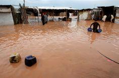PESHAWAR, Pakistan – Des inondations causées par des pluies torrentielles ont tué au moins 45 personnes, dimanche, au nord-ouest du Pakistan, selon les autorités. Les précipitations ont commencé dans la nuit de samedi et ont provoqué des crues subites dans plusieurs districts de la province de Khyber Pakhtunkhwa, a précisé un responsable de l'autorité pakistanaise de gestion des catastrophes. Mohammad Sajjad / The Associated Press