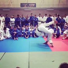 Martial Arts Workout, Martial Arts Training, Boxing Workout, Self Defense Moves, Self Defense Martial Arts, Judo Karate, Taekwondo, Kickboxing, Judo Video