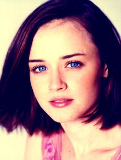 ↳ 100 pictures of Alexis Bledel Rory Gilmore, Gilmore Girls, Alexis Bledel, Aesthetic Drawing, Drawing Ideas, Pictures, Hair, Ideas For Drawing, Photos