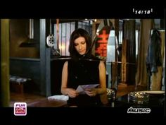 LAURA PAUSINI feat HELENE SEGARA - ON N'OUBLIE JAMAIS RIEN, ON VIT AVEC ... Musicals, My Life, Books, Singer, Never Forget, French Songs, Queen, English People, Italy