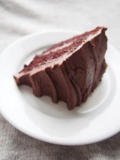 Moi. Täydellisen suklaakakun metsästys on rankkaa. Sitä täydellistä reseptiä olemme kehitelleet vuosia ja tämä on tällä hetkellä lähimpänä tavoitettamme. Ihanan pehmeä ja kostea, ilman kostutusta. Ja silti niin suklainen. Ja yksi iso plussa siitä että... Iso, Pudding, Sugar, Desserts, Tailgate Desserts, Deserts, Custard Pudding, Puddings, Postres