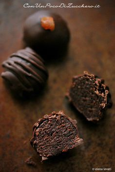 bon bon taste Sacher leftover chocolate cake made into bon bons Chocolates, Mini Desserts, Christmas Desserts, Clean Eating Snacks, Chocolate Recipes, Chocolate Cake, Love Food, Sweet Recipes, Cookie Recipes